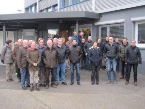 Bild 1: Die Besuchergruppe vor der Werksführung