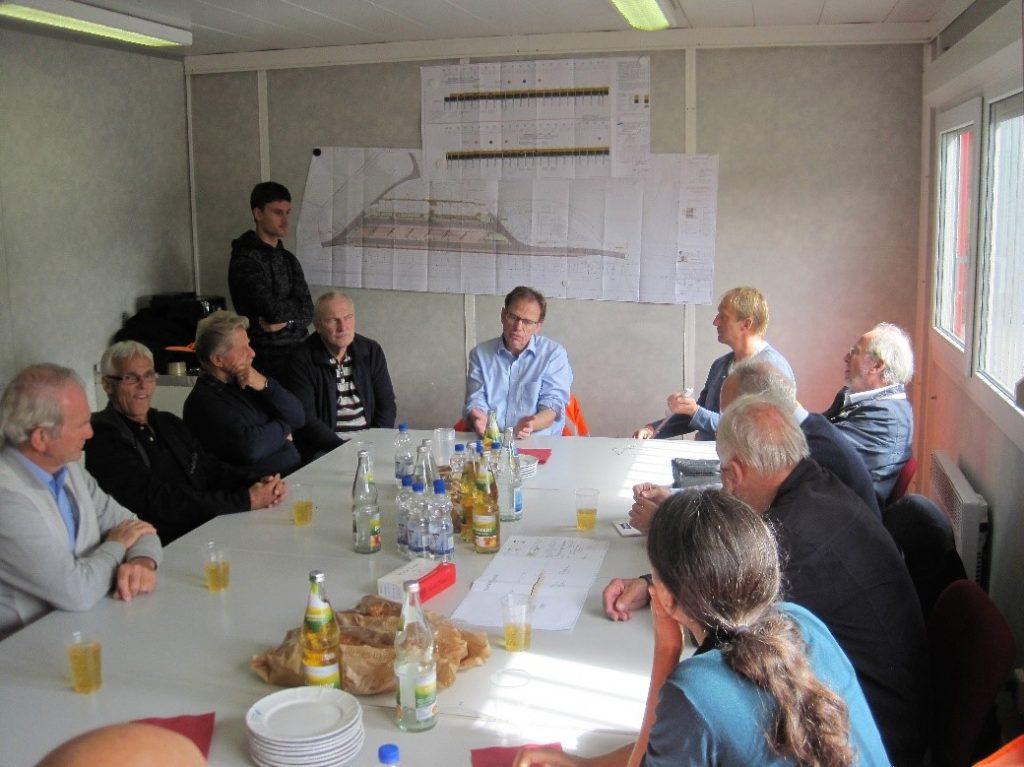 Bild 02: Erläuterung der Baumaßnahmen im Baubüro
