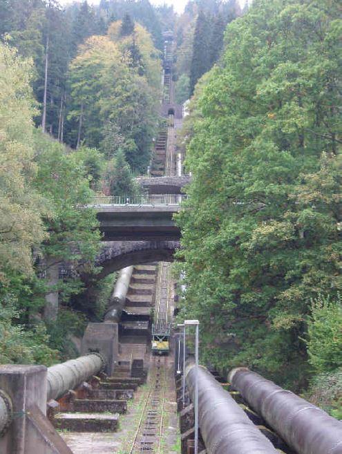Ansicht des Rohrleitsystems zur Schwarzenbachtalsperre