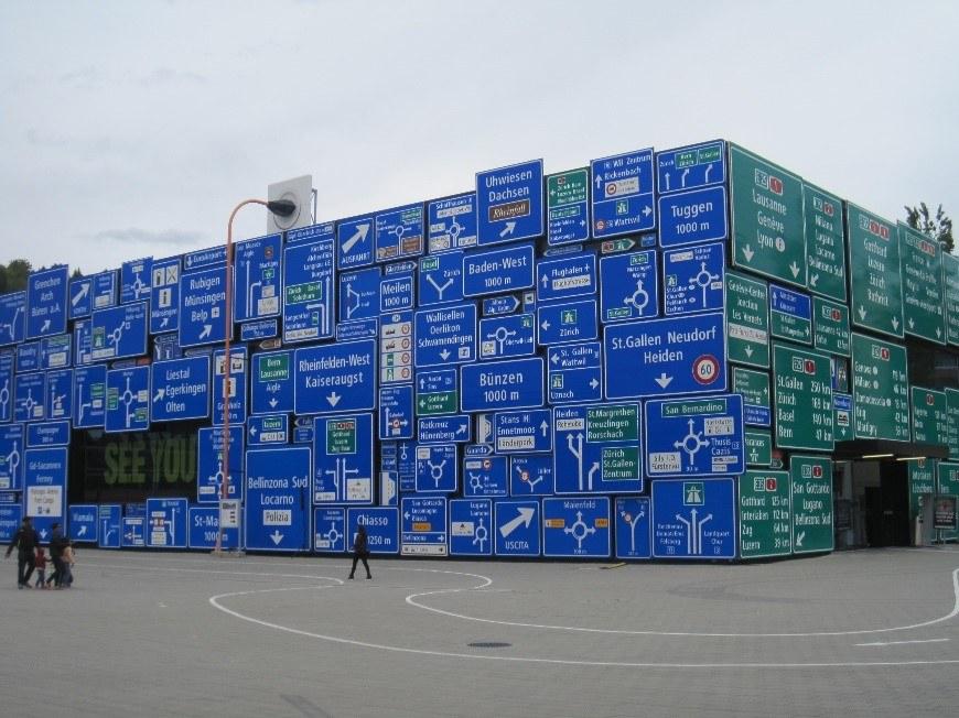 Bild 08: Die neue Ausstellungshalle Straßenverkehr