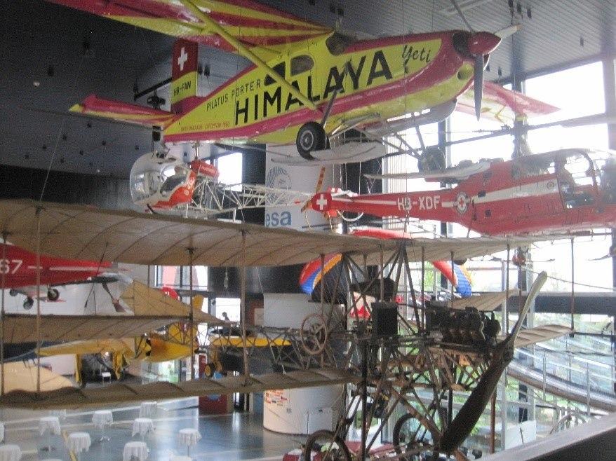 Bild 12: Flugzeuge verschiedener Generationen