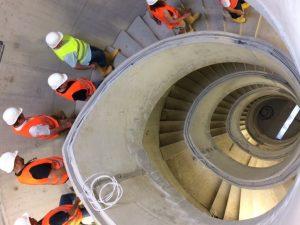 In den Treppenhäusern geht es rund - LED-Beleuchtung im Handlauf!