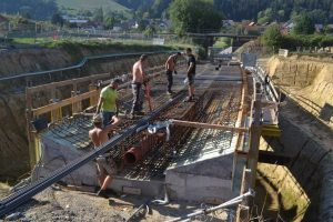 Bild 5: Einbau der Armierung in die Dürrenbergwegbrücke