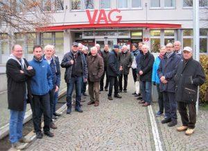 Bild 1: Die Besuchergruppe vor dem Betriebshof der VAG