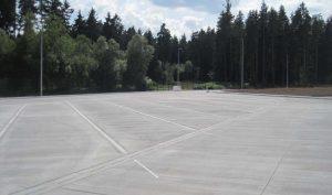 Bild 4; Blick auf einige LKW-Stellplätze in Betonbauweise