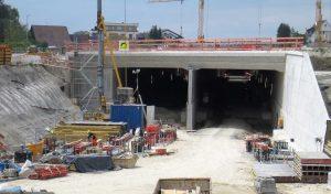 Bild 4: Tunnel Waggershausen Portal Ost Spritzbetonböschungssicherung mit Verankerung