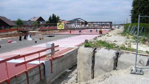 Bild 5: Abdichtungsarbeiten auf dem Tunnel Waggershausen
