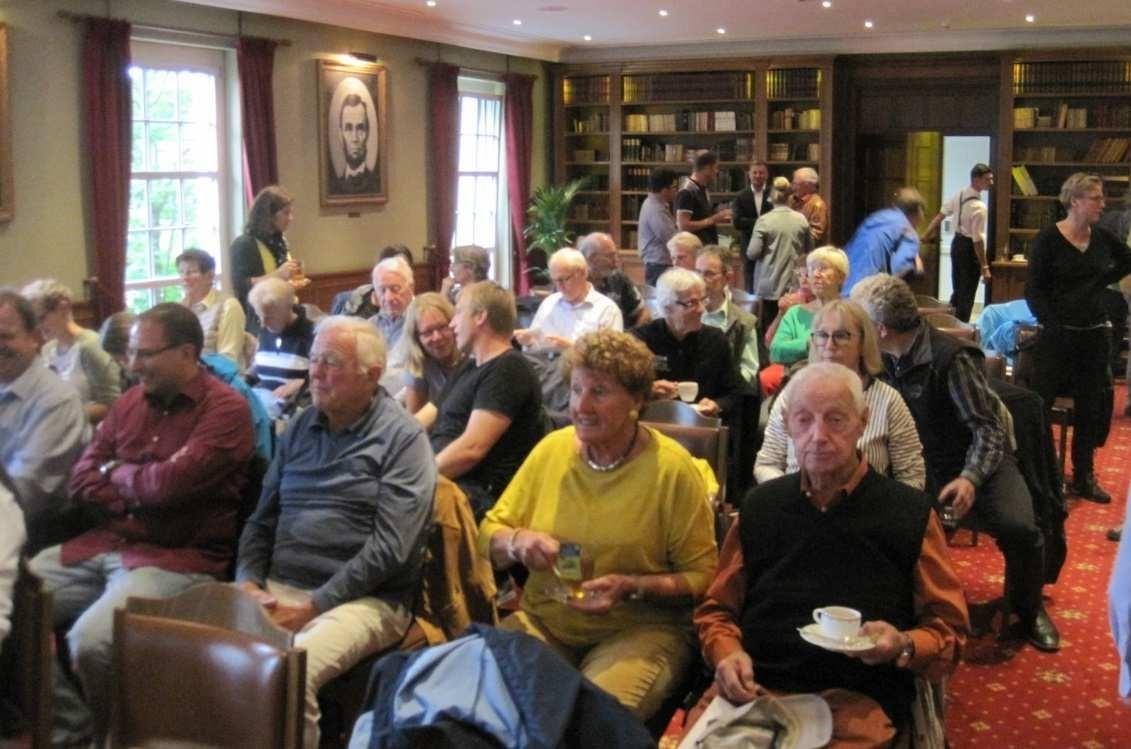 Bild 1: Die Besuchergruppe im Harvard-Saal des Bell Rock Hotels